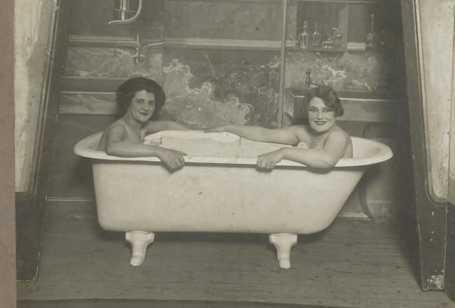 Foto badende vrouwen, collectie Rijksmuseum